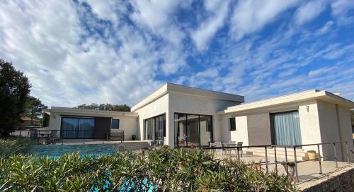 Maison de luxe à vendre NIMES, 220 m², 3 Chambres, 830000€
