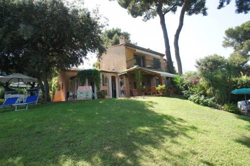 Villa de luxe à vendre ROQUEBRUNE CAP MARTIN, 2 Chambres, 1800000€