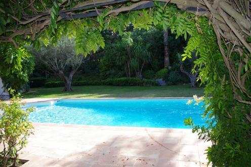 Maison de luxe à louer SAINT TROPEZ, 170 m², 4 Chambres,