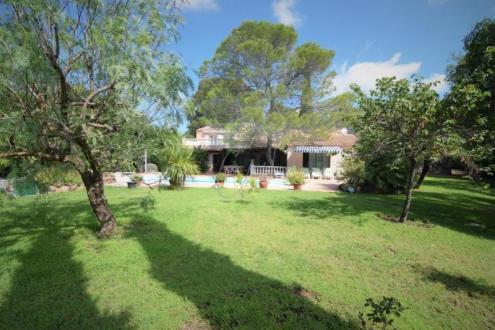 Maison de luxe à vendre FREJUS, 304 m², 5 Chambres, 980000€