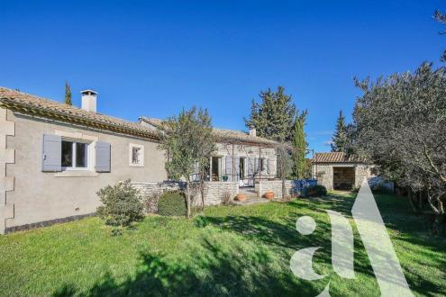 Дом класса люкс на продажу  Сен-Реми-Де-Прованс, 120 м², 3 Спальни, 795000€