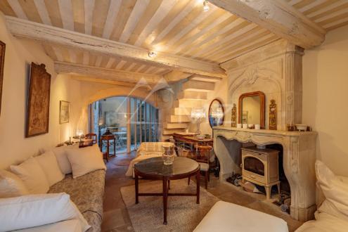 Дом класса люкс на продажу  Сен-Реми-Де-Прованс, 160 м², 4 Спальни, 649000€