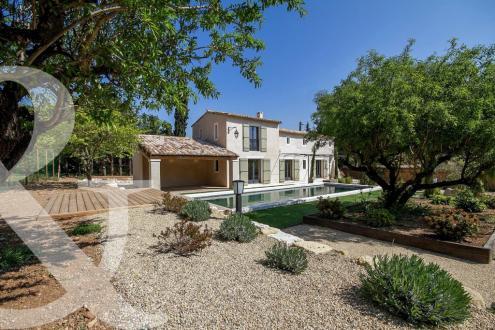 Дом класса люкс на продажу  Моссан-Лез-Альпий, 166 м², 3 Спальни, 1378000€