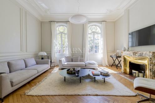 Дом класса люкс на продажу  Бордо, 330 м², 4 Спальни, 2500000€