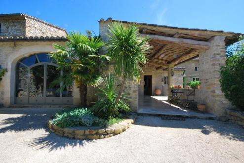 Propriété de luxe à vendre UZES, 550 m², 6 Chambres, 1755000€