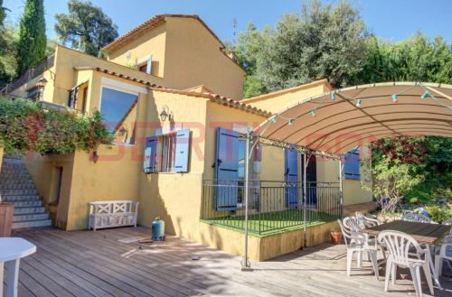 Maison de luxe à louer MANDELIEU LA NAPOULE, 106 m², 3 Chambres, 2100€/mois