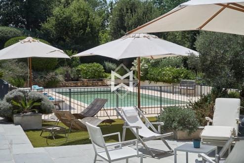 Вилла класса люкс на продажу  Гримо, 225 м², 5 Спальни, 2380000€