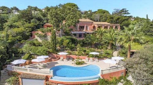Вилла класса люкс на продажу  Сент-Максим, 300 м², 5 Спальни, 4800000€