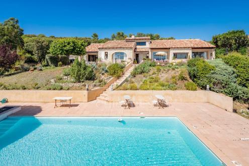 Дом класса люкс на продажу  Сен-Сатюрнен-Лез-Апт, 230 м², 6 Спальни, 960000€