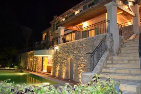 Maison de luxe à louer LE GOLFE JUAN, 300 m², 5 Chambres,