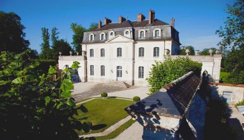 Château / Manoir de luxe à vendre CHAMPEAUX, 1800 m², 10 Chambres, 14800000€