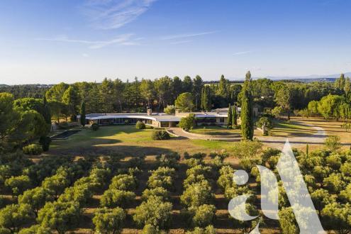 Вилла класса люкс на продажу  Сен-Реми-Де-Прованс, 500 м², 5 Спальни, 2980000€