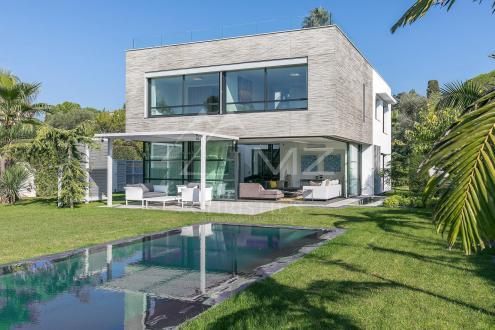 Luxury Villa for sale CAP D'ANTIBES, 200 m², 5 Bedrooms, €4900000