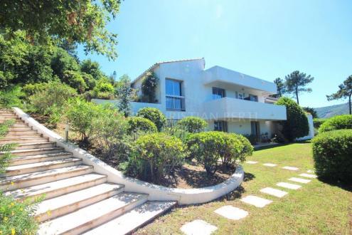Maison de luxe à vendre FREJUS, 250 m², 6 Chambres, 845000€