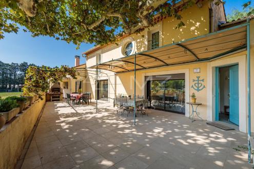 Дом класса люкс на продажу  Сен-Реми-Де-Прованс, 350 м², 5 Спальни, 695000€