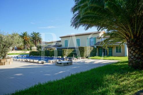 Villa de luxe à vendre SAINT TROPEZ, 350 m², 4150000€