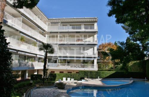 Квартира класса люкс в аренду Кап д'Антиб, 120 м², 3 Спальни,