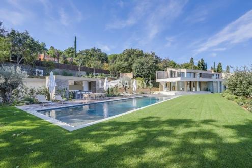 Вилла класса люкс на продажу  Сен-Тропе, 500 м², 6 Спальни, 13800000€