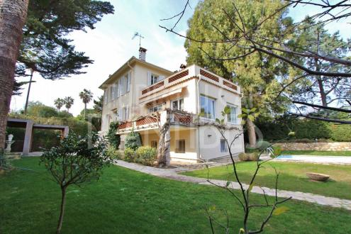 Luxury House for sale CAP D'ANTIBES, 200 m², 3 Bedrooms, € 1 650 000