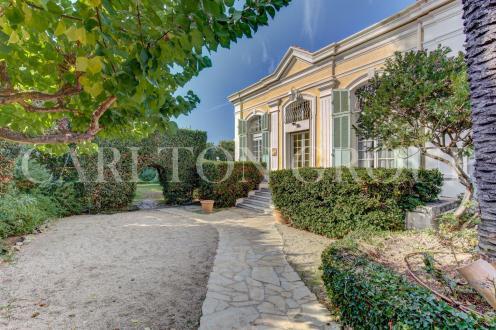 Дом класса люкс на продажу  Кап д'Антиб, 184 м², 5 Спальни, 3950000€