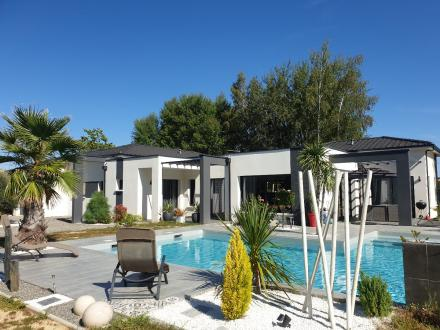 Дом класса люкс на продажу  Бордо, 176 м², 5 Спальни, 545000€