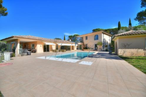 Maison de luxe à vendre SAINT RAPHAEL, 330 m², 7 Chambres, 1735000€