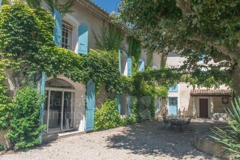 Farm de luxe à vendre PERNES LES FONTAINES, 420 m², 7 Chambres, 1150000€