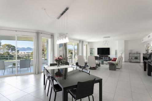 Квартира класса люкс на продажу  Канны, 176 м², 3 Спальни, 1590000€