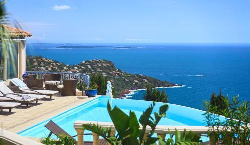 Casa di lusso in vendita SAINT RAPHAEL, 279 m², 5 Camere, 1950000€
