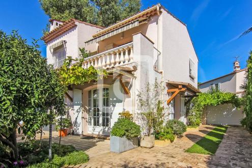 Вилла класса люкс на продажу  Кап д'Антиб, 130 м², 3 Спальни, 1190000€