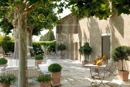 Maison de luxe à louer SAINT REMY DE PROVENCE, 300 m², 5 Chambres,