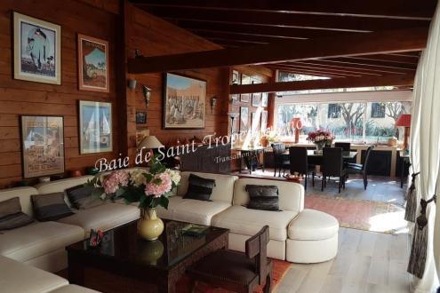 Вилла класса люкс на продажу  Сен-Тропе, 200 м², 4 Спальни, 3450000€