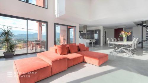 Maison de luxe à louer MANDELIEU LA NAPOULE, 300 m², 5 Chambres,
