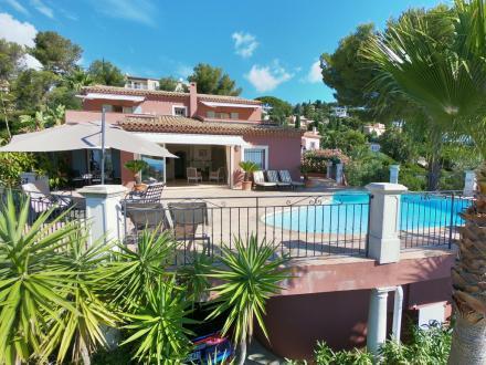 Villa de luxe à vendre LES ISSAMBRES, 200 m², 7 Chambres, 1785000€