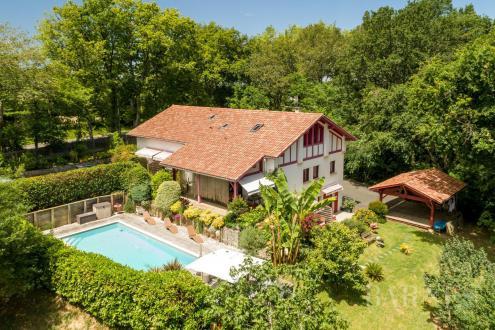 Maison de luxe à vendre SAINT JEAN DE LUZ, 380 m², 8 Chambres, 1100000€