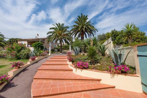Luxus-Villa zu verkaufen SAINT TROPEZ, 305 m², 3952000€
