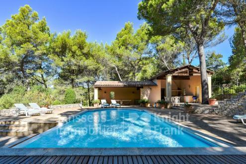 Villa de luxe à vendre ROGNES, 300 m², 5 Chambres, 1495000€