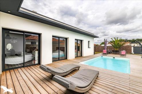 Дом класса люкс на продажу  Сутон, 135 м², 3 Спальни, 647900€