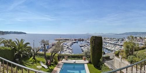 Maison de luxe à louer CAP D'ANTIBES, 260 m², 7 Chambres,