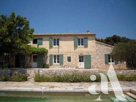 Maison de luxe à louer MAUSSANE LES ALPILLES, 260 m², 4 Chambres, 2500€/mois