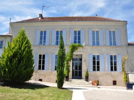Maison de luxe à vendre SAINTES, 410 m², 7 Chambres, 540600€
