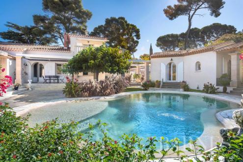 Maison de luxe à vendre SANARY SUR MER, 220 m², 4 Chambres, 1190000€