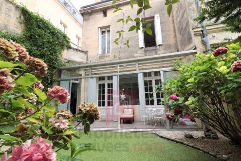 Поместье класса люкс на продажу  Бордо, 245 м², 6 Спальни, 1678000€