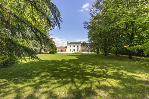 Propriété de luxe à vendre VERTOU, 300 m², 6 Chambres, 1102400€