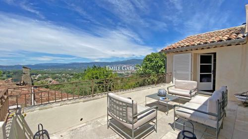 Luxury House for rent MOUGINS, 90 m², 2 Bedrooms,