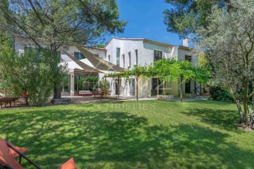 Дом класса люкс на продажу  Экс-Ан-Прованс, 423 м², 12 Спальни, 2440000€