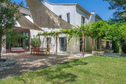 Дом класса люкс на продажу  Экс-Ан-Прованс, 423 м², 13 Спальни, 2440000€