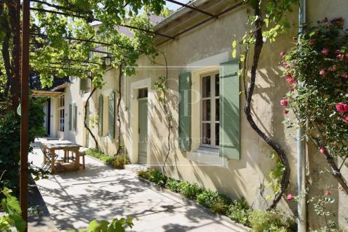 Дом класса люкс в аренду Сен-Реми-Де-Прованс, 280 м², 4 Спальни,