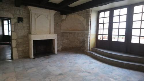 Luxe Huis te huur LA ROCHEFOUCAULD, 145 m², 4 Slaapkamers, 670€/maand