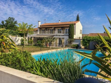 Дом класса люкс на продажу  Сен-Реми-Де-Прованс, 270 м², 5 Спальни, 1280000€